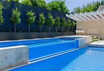 piscina con acqua calda